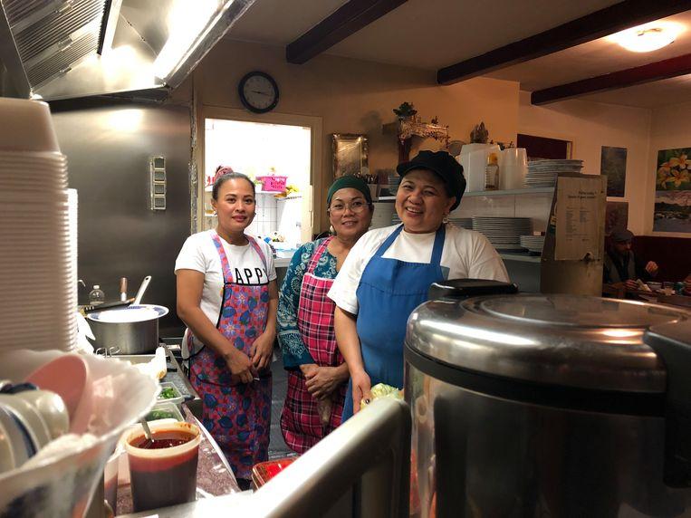 De drie zussen van Thais eethuis O-cha. Beeld Floor van Spaendonck en Gijs Stork