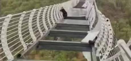 Un touriste chinois échappe de justesse à la mort après l'effondrement du plancher d'un pont
