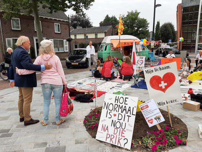 De demonstranten zijn neergestreken in Cuijk.