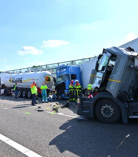 Twee ongelukken kort na elkaar op A16 bij Breda: weg dicht in beide richtingen