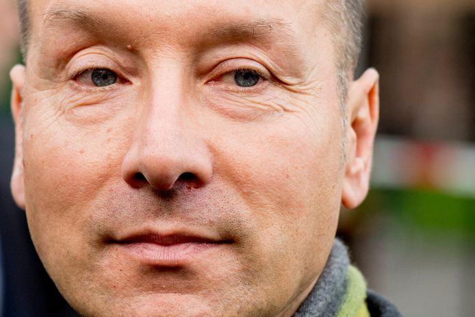 Géza Hegedüs (54) was uitgezonden op missies naar het Midden-Oosten. Daarna was hij een tijdje werkloos. Hij heeft geen ervaring in de politiek. Zijn openbare Facebookprofiel staat wel vol met marcherende militairen.