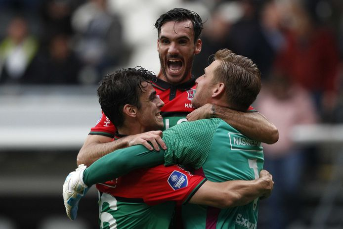 Dolle vreugde bij de spelers van NEC na de zege op Heracles Almelo.