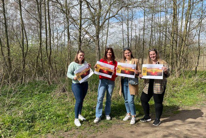 Nele Carelsbergh, Eline Deyaert, Cinthia Casteleyn en Elena Egghe. Fiene De Kerf ontbreekt op de foto.