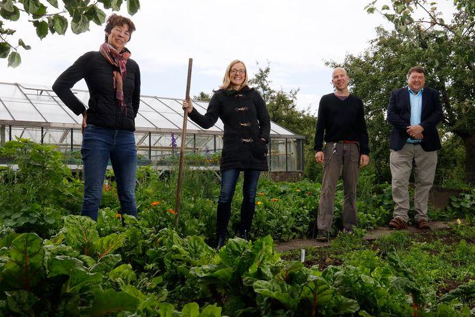 Vier van de zeven initiatiefnemers van Herenboeren Nijmegen, met links Ingrid Kerkvliet en rechts Rob Cozi. Archieffoto