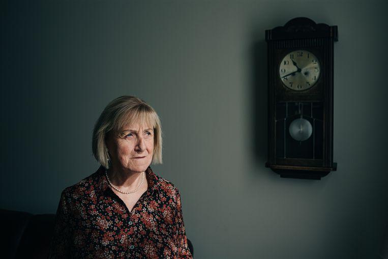 Lizzy De Cnodder (64) kreeg een zorgbudget, maar dat werd ingetrokken.'Mijn zicht is er sindsdien op achteruitgegaan. Dat maakt het zo vreemd dat ik eerst wel de premie kreeg en nu niet meer.'  Beeld Wouter Van Vooren