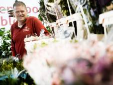 Hengelose bloemenman Ten Voorde zet de bloemetjes binnen