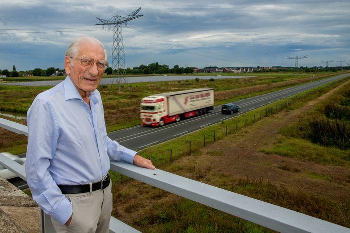 Henry Engelaer op het viaduct Zijveld over de Maas en Waalweg.