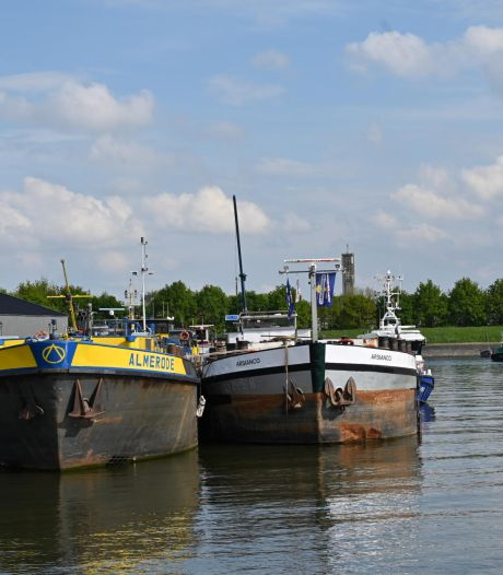 Vier verdachten aangehouden voor betrokkenheid methlab op 'drugsboot' Moerdijk