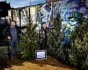 Sterrenchef Jermain De Rozario (R) en horeca-ondernemer Geert Blenckers gaan samen kerstbomen verkopen om misgelopen omzet uit de horeca enigszins te compenseren.