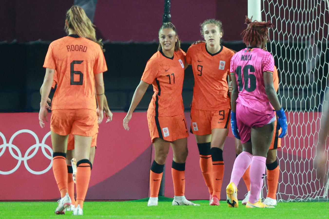 Vivianne Miedema (nummer 9) wist vier keer te scoren tegen Zambia.