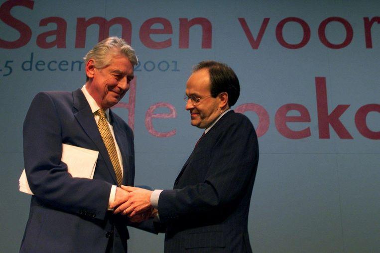 Wim Kok draagt het politieke leiderschap over aan Ad Melkert. Beeld anp