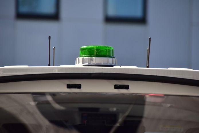 Het groene zwaailicht duidt op het specifieke karakter van het nieuwe commandovoertuig dat op het terrein zal fungeren als verlengstuk van de coördinatie- en crisiscel in de gebouwen van de politiezone RIHO.