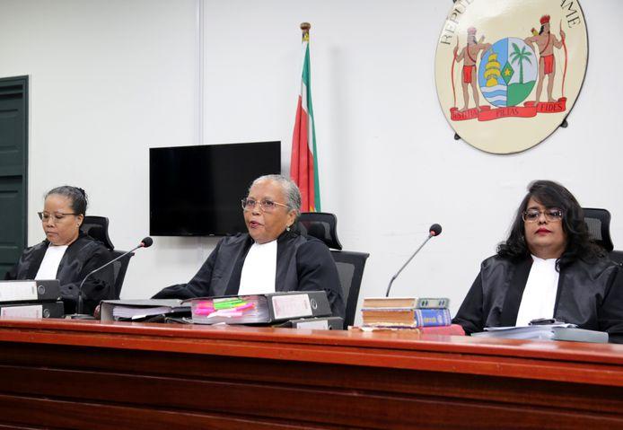 De drie rechters van de Surinaamse Krijgsraad, (vlnr) Suzanna Chu, voorzitter Cynthia Valstein-Montnor en Rewita Chatterpal.