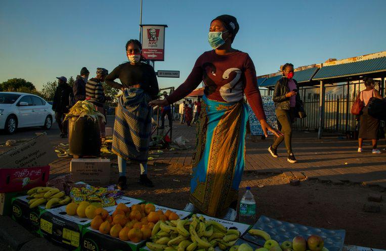 Straatverkopers in Johannesburg, Zuid-Afrika. Beeld AP