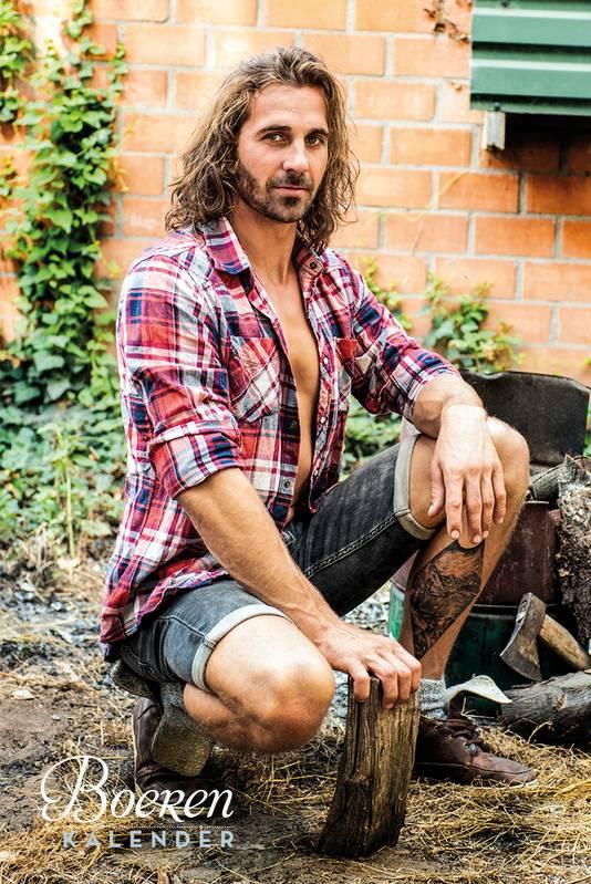 Niek de Haas uit Duiven is een van de 'calenderboys' van de eerste Boerenkalender.