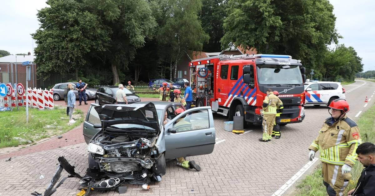 Botsing met drie autos in Dongen, bestuurder gewond.