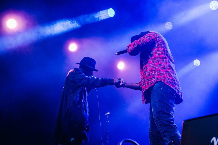 Hiphopduo Yasiin Bey en Talib Kweli (Black star) mochten de eerste dag van Jazz Middelheim op Main Stage afsluiten.  Beeld Wouter Van Vooren