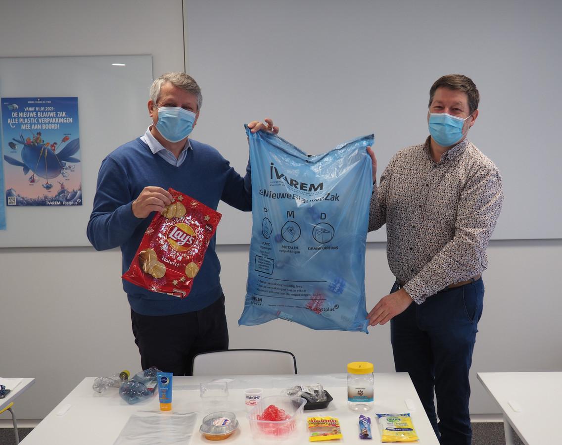 IVAREM-voorzitter Koen Anciaux en IVAREM-directeur Vincent Volckaert vorig jaar bij de voorstelling van de Nieuwe Blauwe Zak.
