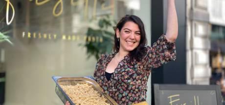 """Albina (25) opent pastabar in Vlaanderenstraat: """"Elke dag verse, huisbereide pasta en sauzen"""""""