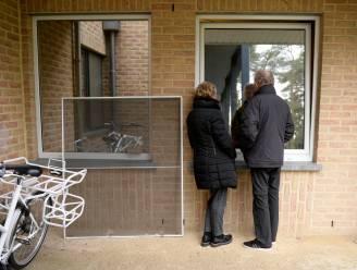 Woonzorgcentra versoepelen bezoekregeling eens alle bewoners gevaccineerd zijn, Agentschap Zorg en Gezondheid vindt dat geen goed idee
