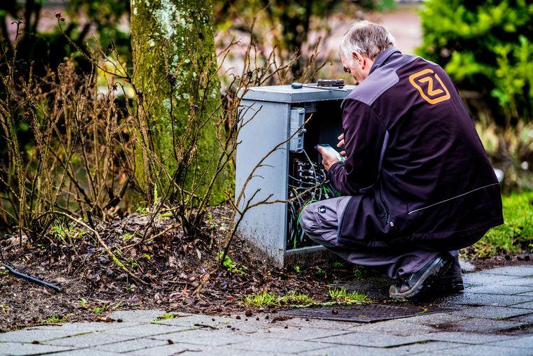 Een Ziggo monteur medewerker aan het werk. Beeld Hollandse Hoogte / Robin Utrecht