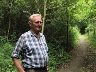 """Eigenaar Raoul (74) laat zich niet ontmoedigen na zware vernielingen aan zijn bivakzone Wereldboom: """"Binnenkort stel ik nog meer bos open voor het publiek"""""""