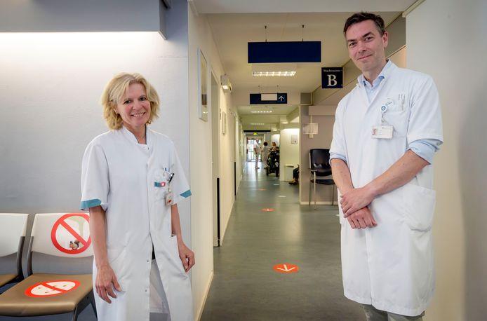 De oogartsen Marjolein Kooijman en Nik Reus namen deze week afscheid van de oogkliniek aan de Langendijk.