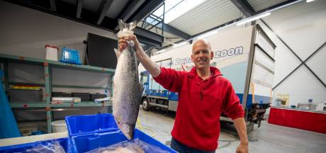 Waar is visboer Jaco toch op de Nijverdalse markt? Hij overleefde een zwaar ongeluk: 'Ze dachten dat ik dood in mijn gordel hing'