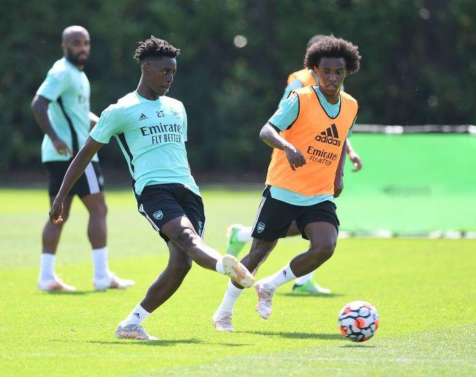 Sambi Lokonga in actie op zijn eerste training bij Arsenal.