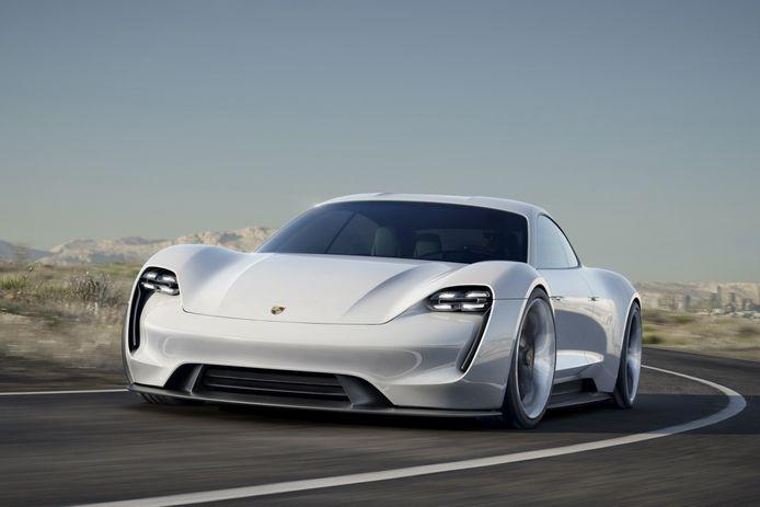 De Porsche Taycan gaat vermoedelijk midden volgend jaar in productie.