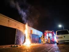 Gemist? Molotovcocktails gevonden bij brandend hotel en vrouwen eisen veilige straten in Delft