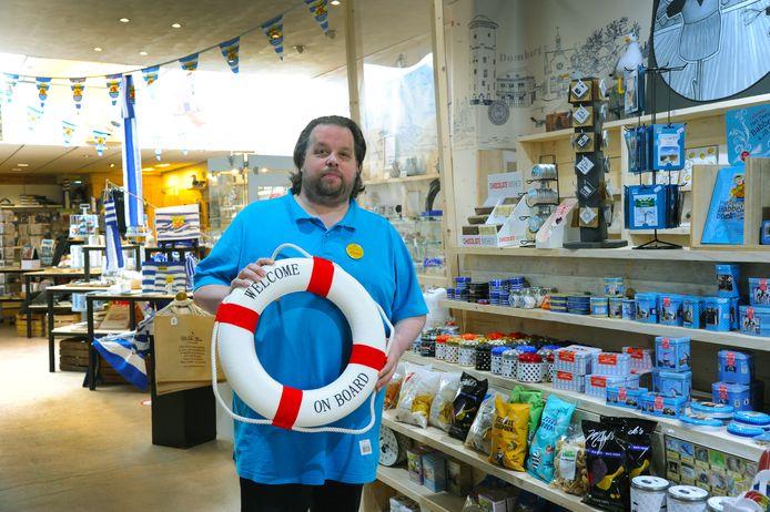 Richard Jansen in de winkel van Chocolate Lovers aan de Langeviele in Middelburg.