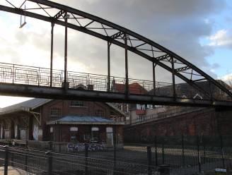 Restauratie van verwaarloosde passerelle eindelijk in zicht: stad neemt brug kosteloos over van Infrabel
