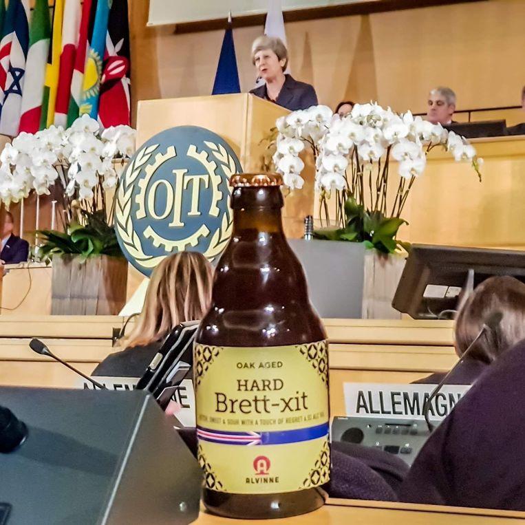 Op het flesje staat de slogan 'sweet, bitter and sour with a touch of regret'. Zou de Britse premier de grap (en het biertje) kunnen smaken?