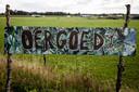 Een bord bij het landgoed 'Oergoed' dat Mastenbroek verkocht om Dream or Donate-gedupeerden te compenseren.
