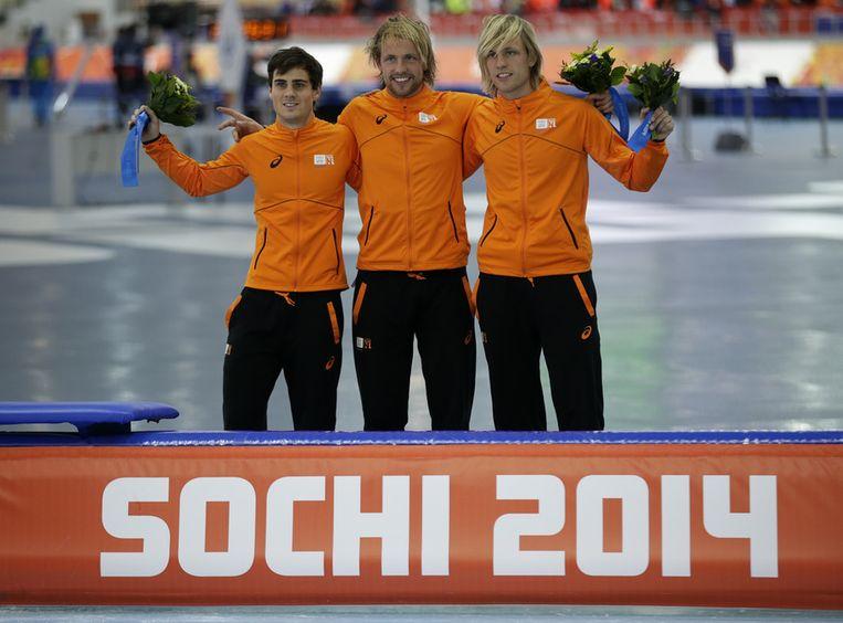 De Nederlanders Jan Smeekens, Michel en Ronald Mulder wonnen de medailles op de 500 meter. Beeld ap