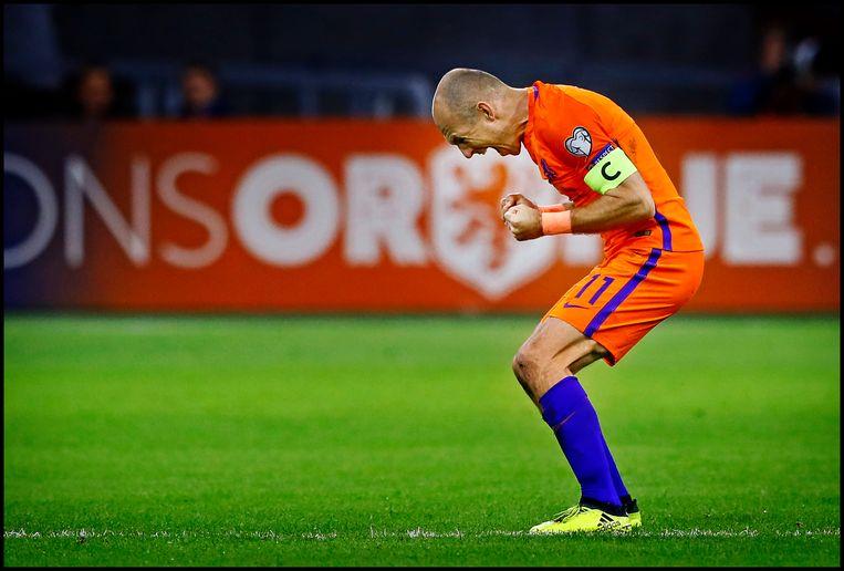 Robben schreeuwt het uit nadat hij de 2-0 heeft gemaakt tegen Zweden. Het werd een memorabel afscheid voor een van de tien beste voetballers die Nederland ooit voortbracht. Beeld Hollandse Hoogte / Pim Ras