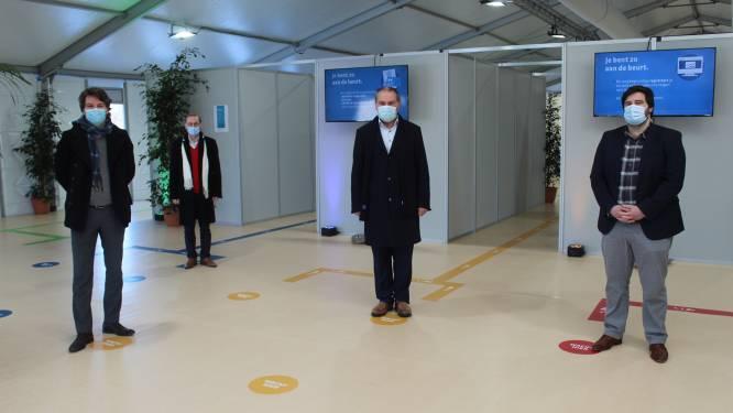 """Telefoon callcenter vaccinatiecentrum Hoge Wal staat roodgloeiend: """"Tot 800 oproepen per dag"""""""