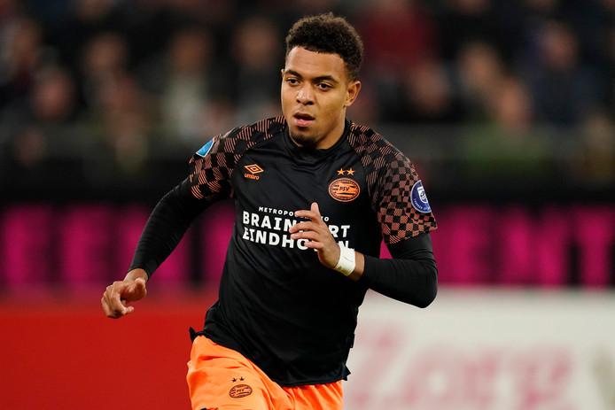 Donyell Malen in actie voor PSV.
