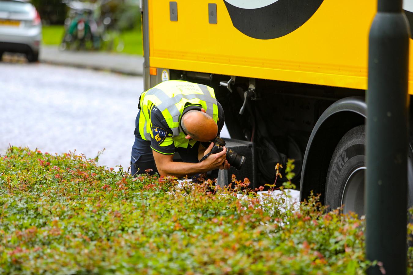 De Verkeersongevallenanalyse deed onderzoek naar de mogelijke betrokkenheid van een vrachtwagen bij het ongeluk: later maakte de politie bekend dat de chauffeur van de vrachtwagen niet in beeld is als verdachte.