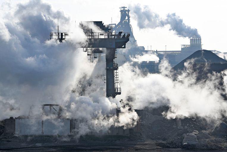 Tata Steel in IJmuiden. Het bedrijf is de grootste vervuiler van de regio.   Beeld Guus Dubbelman / de Volkskrant