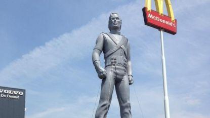Nederlandse McDonald's laat megastandbeeld Michael Jackson niet weghalen