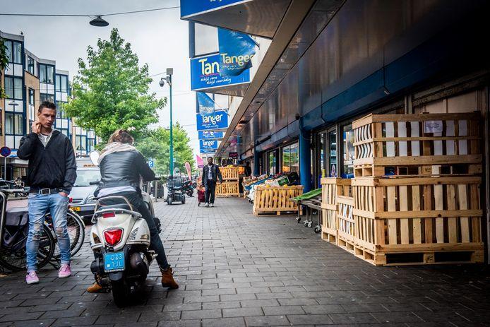 Een winkelstraatmanager voor de Hoefkade gaat helpen om louche ondernemingen te verruilen voor bonafide winkeliers.