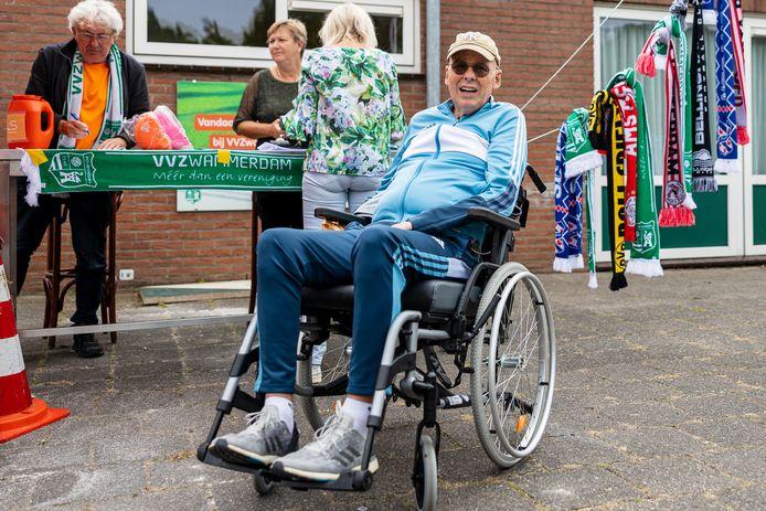 Terry Woudenberg is ALS-patiënt. Zwammerdam hield zaterdag rond het thuisduel met Sportief een inzameling voor Stichting ALS. ,,Wij gaan er niets aan hebben, maar hopelijk in de toekomst mensen wel.''