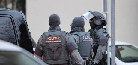 'Meerdere keren geschoten vanaf balkon': Politie doet inval in woning Edamstraat