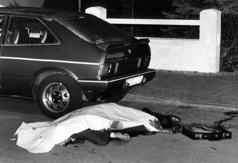 Het dode lichaam van de Duitse diplomaat Gerold von Braunmühl. Hij werd op 10 oktober 1986 in Bonn doodgeschoten door de Rote Armee Fraktion. Beeld BELGA IMAGE