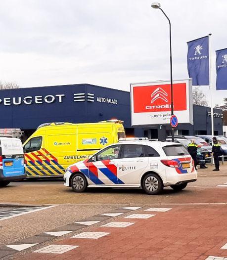 Steppende meisjes gewond na aanrijding met bestelbus in Apeldoorn