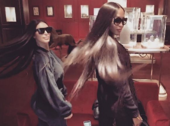 Kim Kardashian en Naomi Campbell.