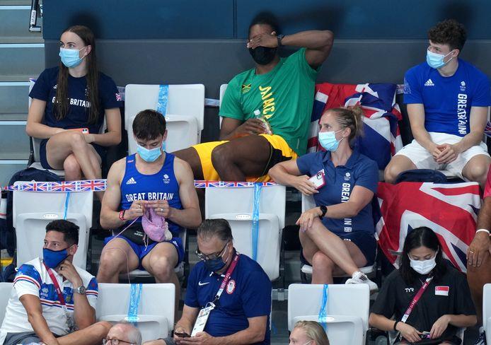 Tom Daley al breiend gespot op de tribune tijdens de Olympische Spelen.
