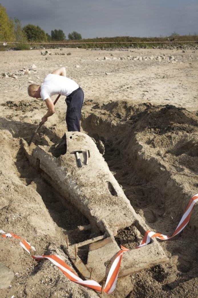 De miniduikboot wordt uitgegraven.foto William Moore